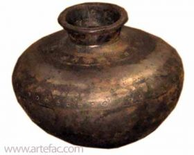ART-052 Iron Pot